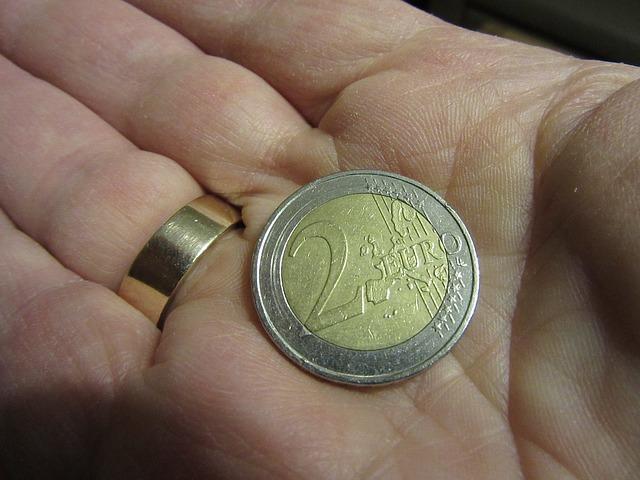 dvě eura na dlani