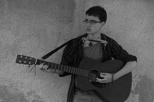 kluk s kytarou