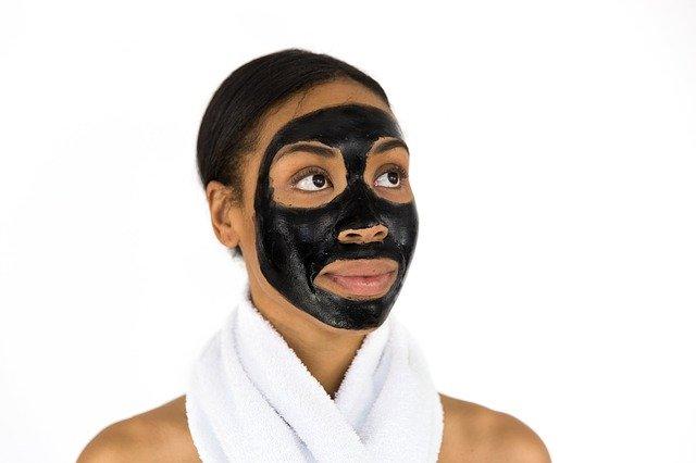 černá maska na obličej