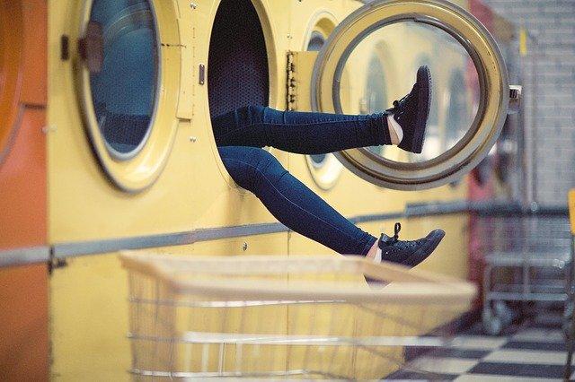 žena v pračce