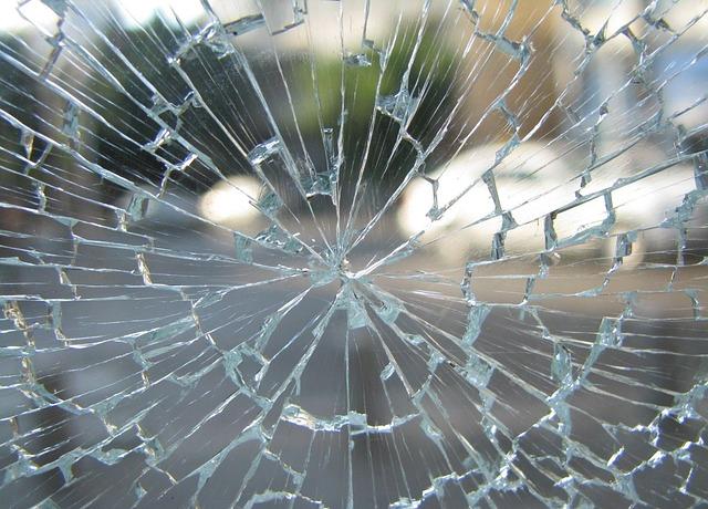 rozbité sklo