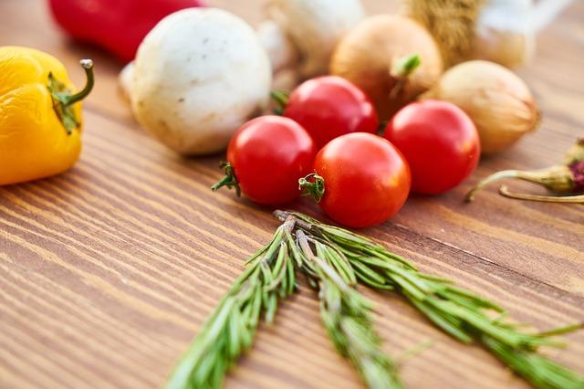 rajčata a cibule