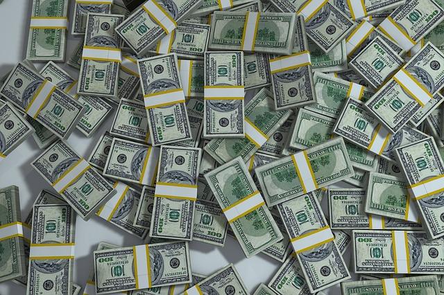 balíčky bankovek - hromada
