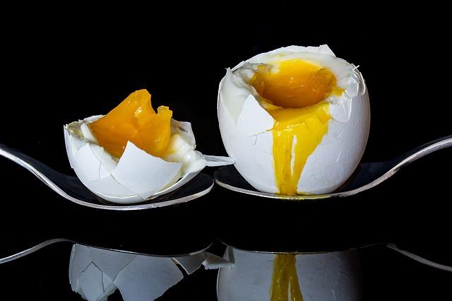 vejce natvrdo na lžících