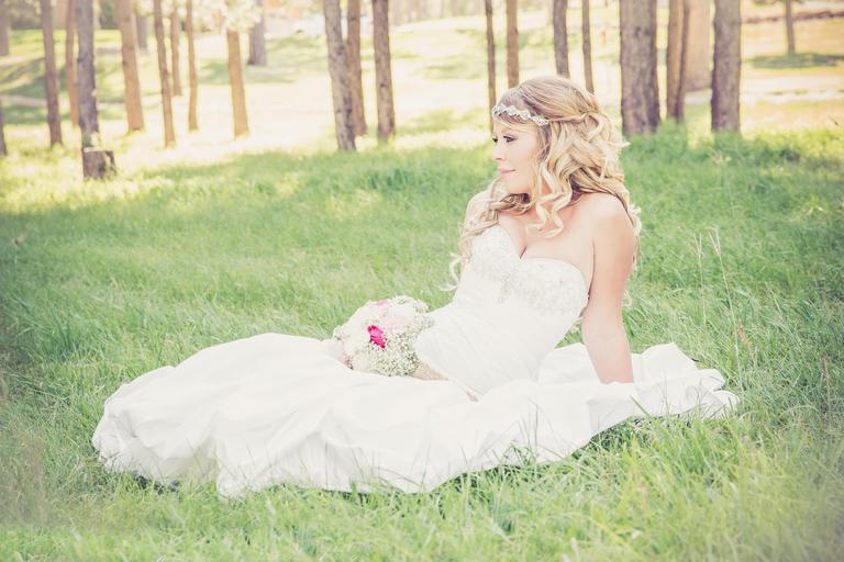nevěsta v trávě.jpg
