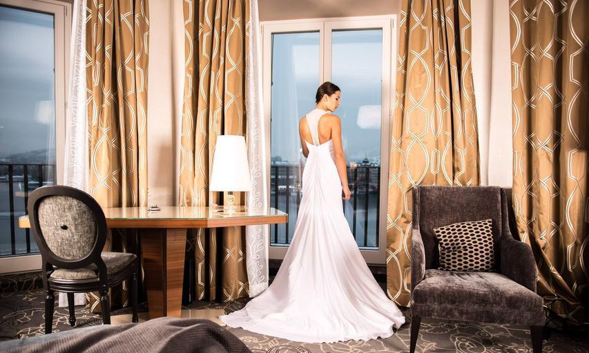 bílé svatební šaty.jpg