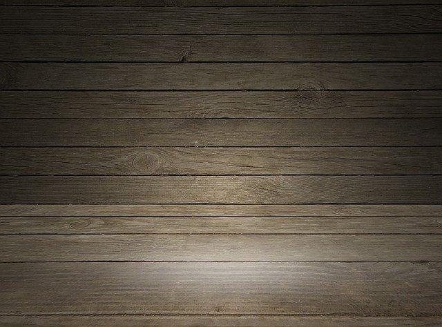 dřevěná prkenná podlaha