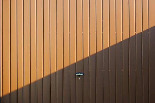 hnědá garážová vrata