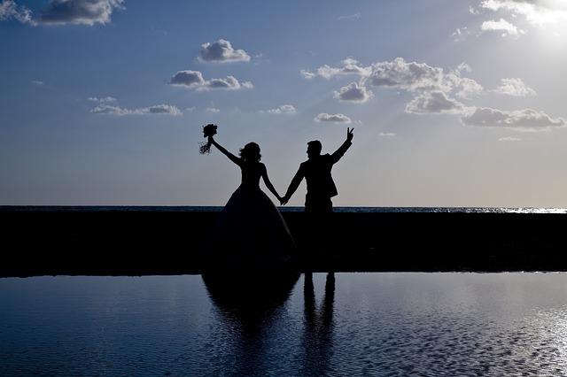 novomanželé u vody
