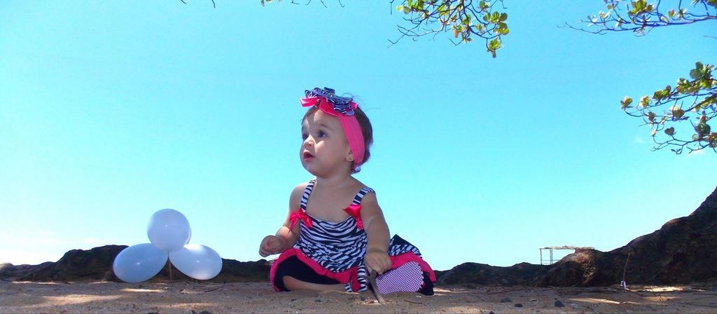 Sedící malé dítě