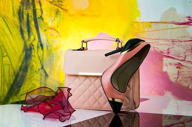 luxusní kabelka s botou a šátkem